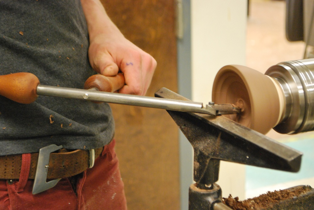 The second handle keeps the tool more steady while working.